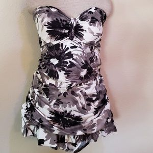 Penbrooke black white flower swimsuit 22W